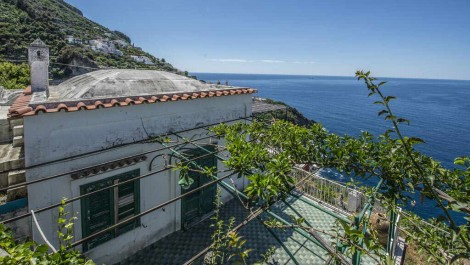 Seafront villa Italy for sale