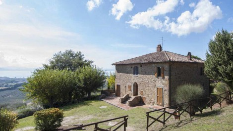 Restored property with lake views in Umbria Italy