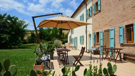 San Costanzo property – recently rebuilt independent farmhouse
