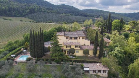 San Gimignano wine estate with pool and holiday house