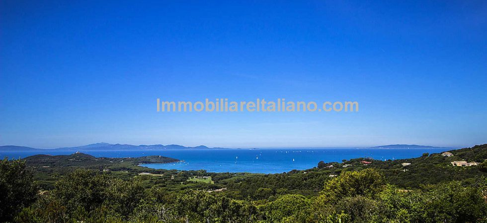 Prestige Punta Ala villa for sale. Prestige Tuscan property in a superb location with seaviews, 5 bedrooms, 4 bathrooms,swimming pool and garden.