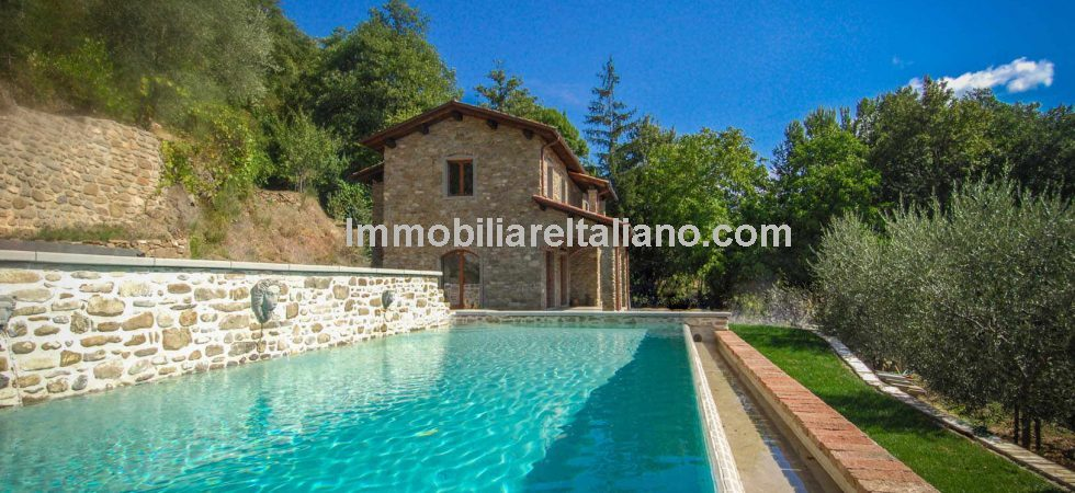 Country house for sale in Tuscany, newly rebuilt this property does require finishing internally. Can be bought as is or fully finished. 4 bedrooms, garden and a pool. Close to Pieve Santo Stefano and Sansepolcro.