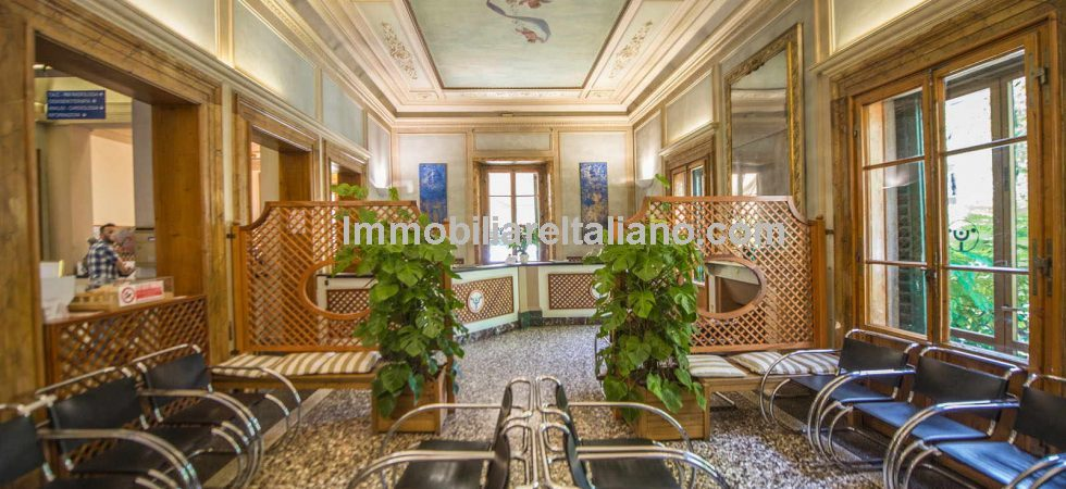 Florence Tuscany city centre property for sale, large luxury villa presently used as a medical facility but ideal for conversion to boutique hotel or residential use.