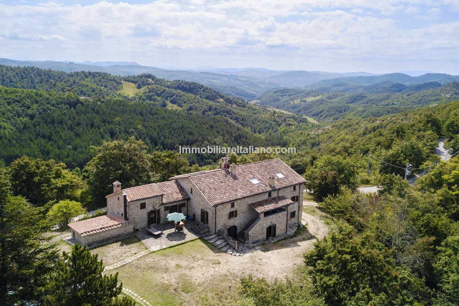 Large Italian farmhouse for sale