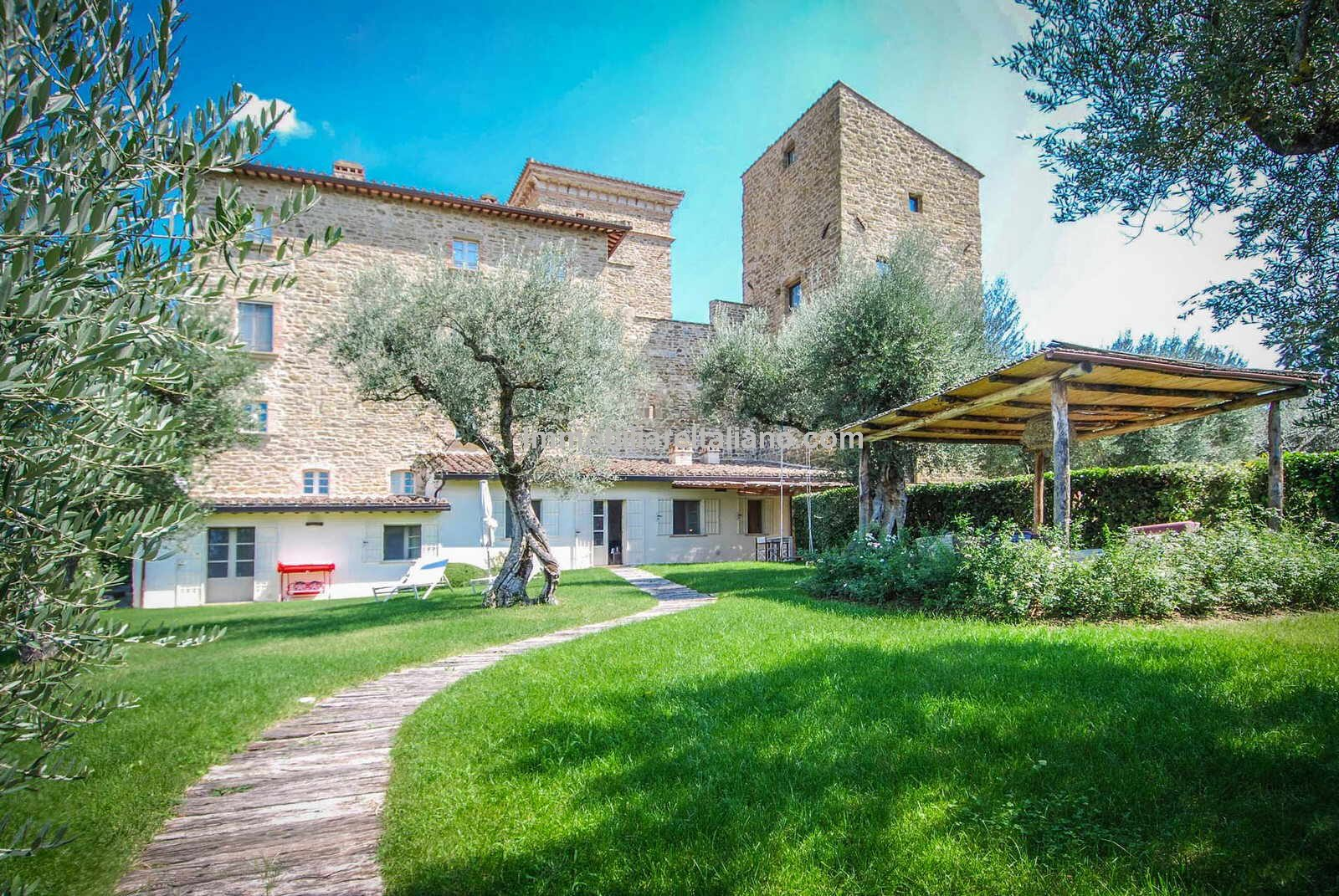 Apartment for sale in Italy, great location, Lake Trasimeno in Umbria.