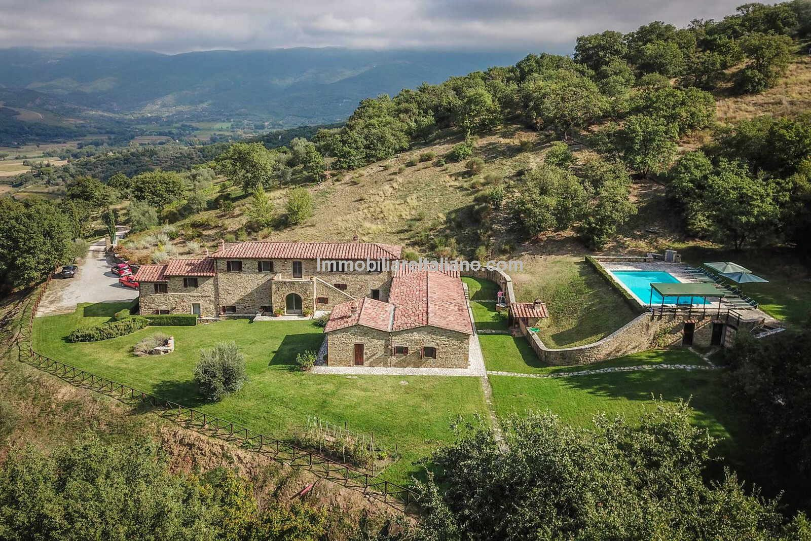 Large Italian home with pool, ideal for family year-round use, holiday home, rentals or small B&B.