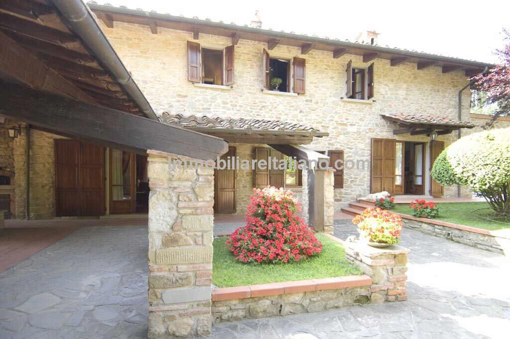 Arezzo Villa Property