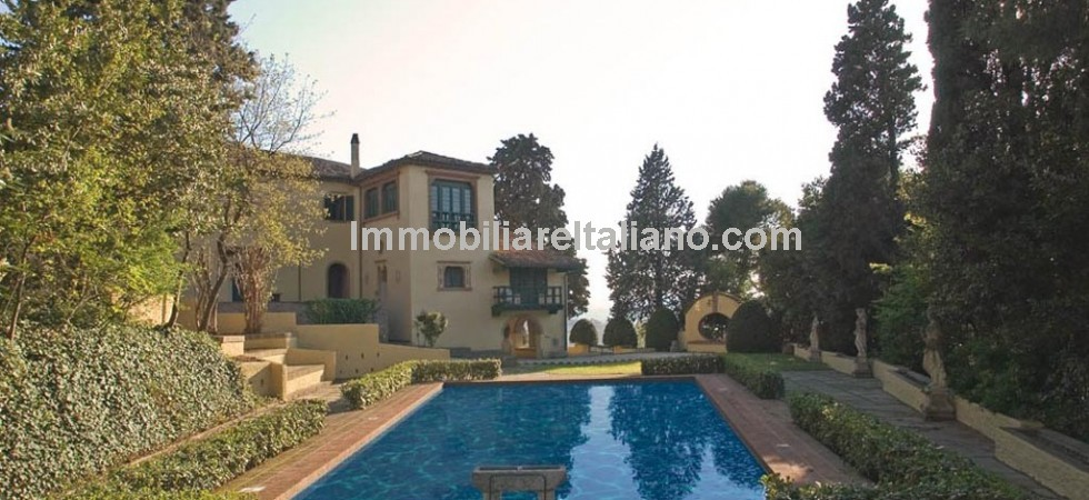 Luxurious, spacious WOW factor property with sea views