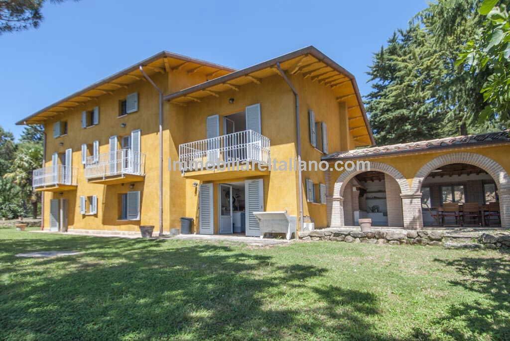 Umbria villa with pool immobiliare italiano for Ville ristrutturate