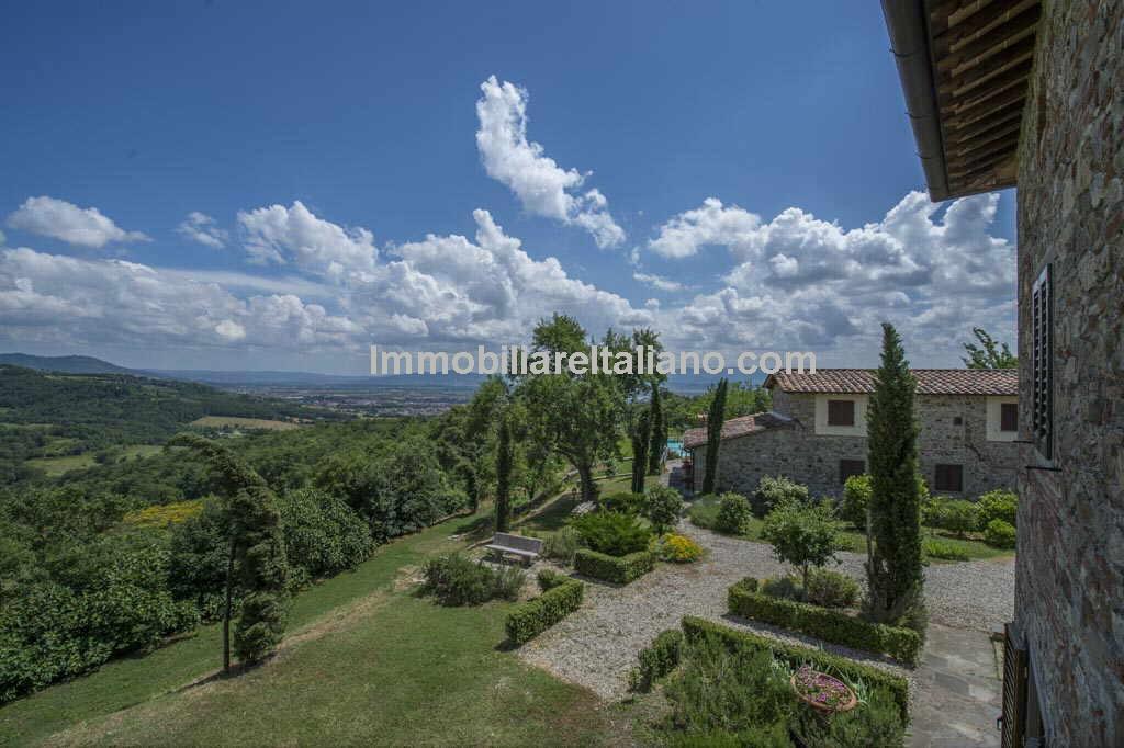 Tuscan Farmhouse with Golf