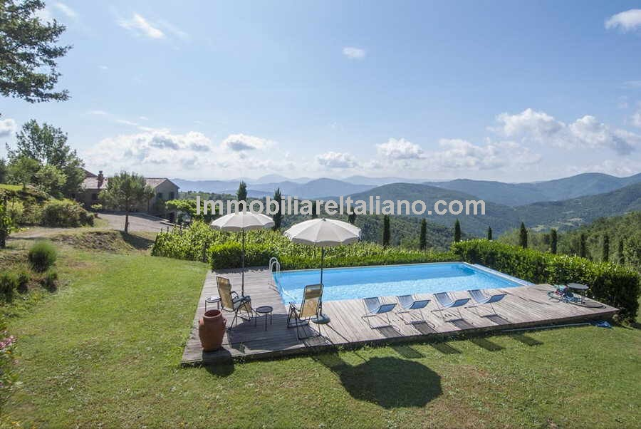 Cortona Tuscany vineyard property