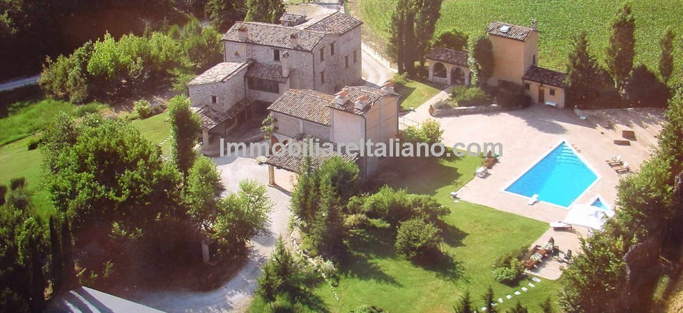 A large Montone Umbria property which is ideal as a large family home or for holiday and rental use. 6 bedroomed restored stone property made up of a warning tower and two annexes with pool and gardens.