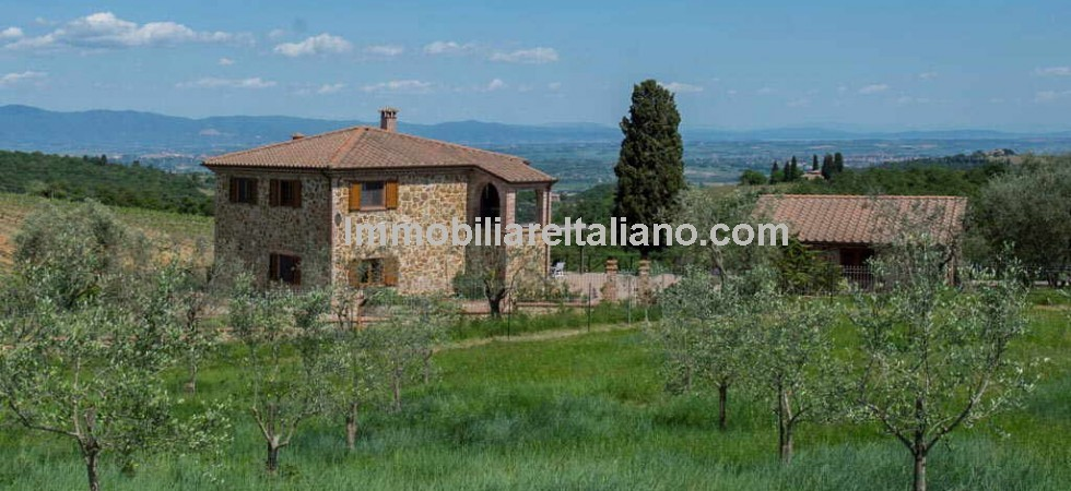 Property for sale in Sinalunga, Italy. Stunning views, faultless presentation and totally refurbished... and a property that you will have to visit to appreciate fully!