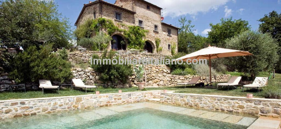 Whether as a permanent residence or as a 2nd home this property for sale near Radda in Chianti in Tuscany would be a very good choice. 5 Bed, 5 bath, restored farmhouse with infinity swimming pool, barn and olive grove.