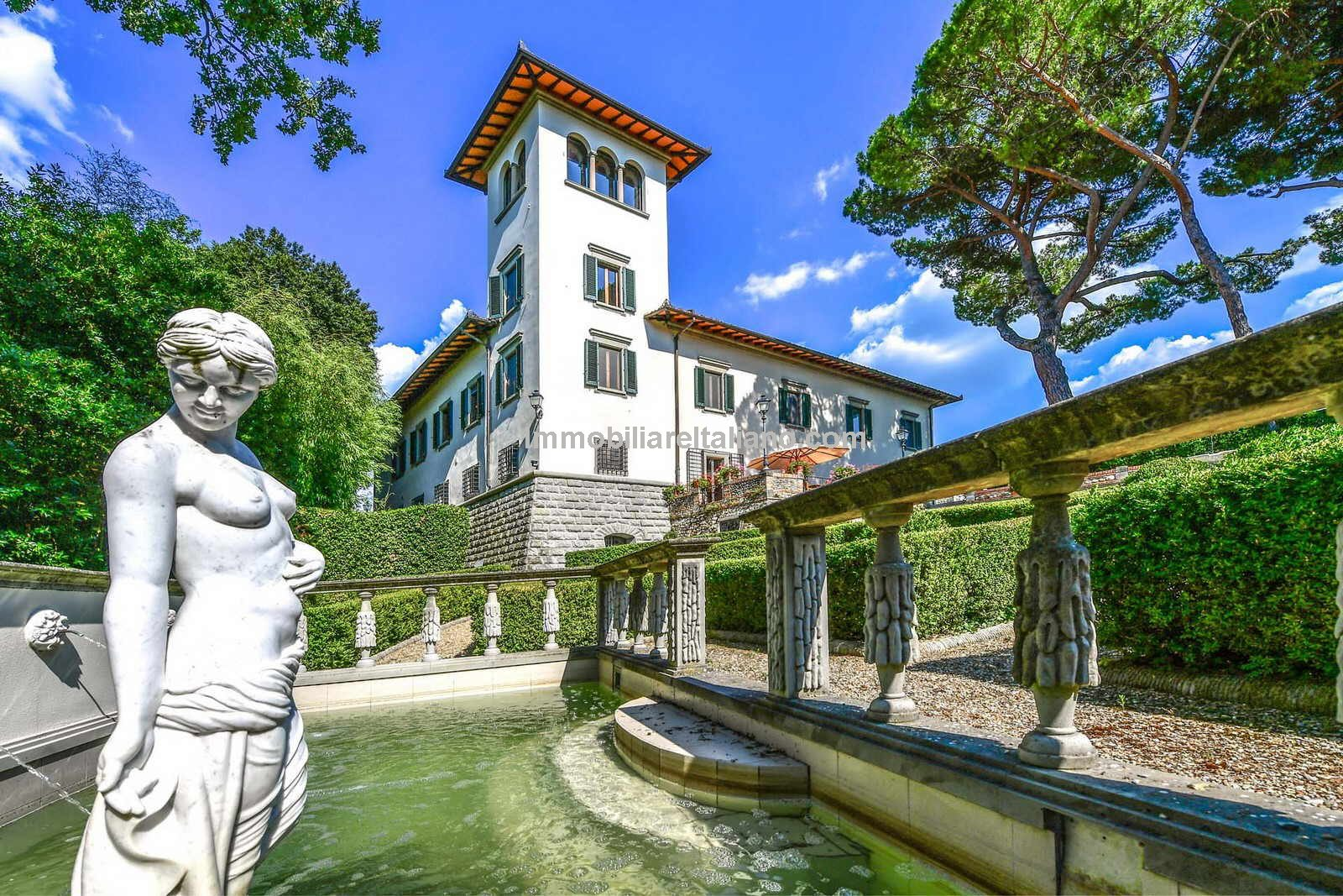 Luxury holiday complex for sale in Tuscany with Renaissance villa, dependances, Italian garden, three pools, vineyard and olive grove. Superb location and picture postcard views.