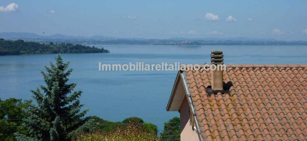 This Lake Trasimeno villa property has great views on the lake from virtually every room in the house. San Feliciano is a lovely small lakeside village and on the lakefront there are restaurants, bars, ice cream shops, public gardens and a small port.