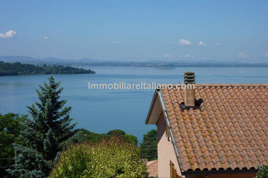 Lake Trasimeno villa property