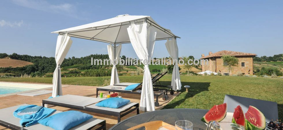 Superbly renovated and restored farmhouse near to Montepulciano in Tuscany. 17th Century stone farmhouse with bright modern interiors, pool, garden and two outbuildings.