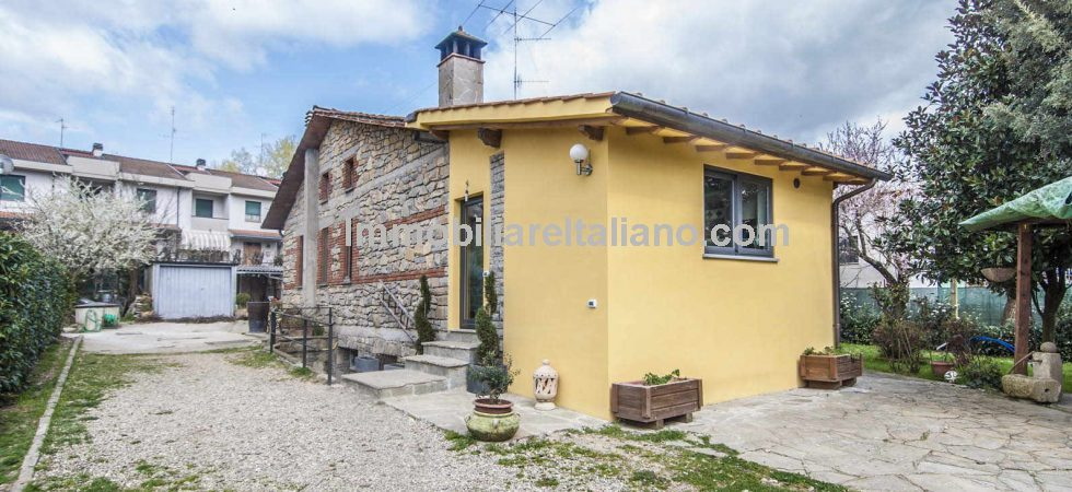 Monterchi Tuscany property comprising a restored 2 bedroomed stone and brick detached house with garden and garage.