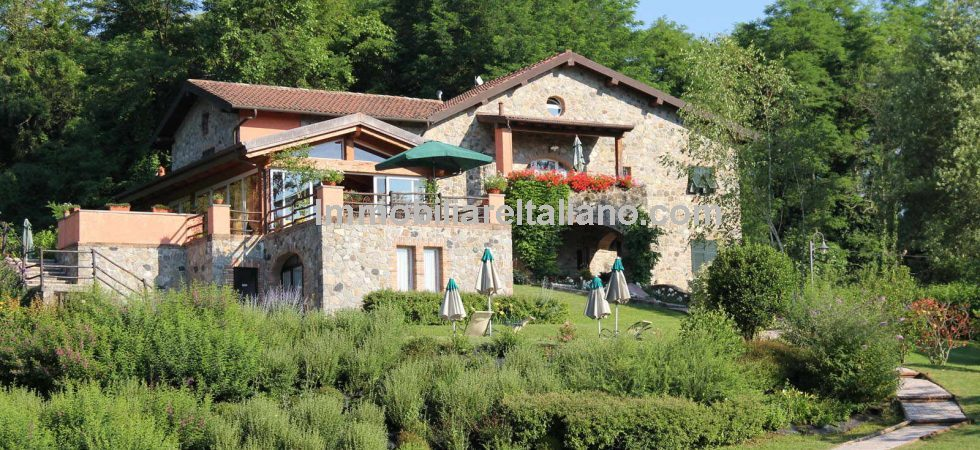 Massa-Carrara property comprising Stone farmhouse, annexes, garden and pool for sale in Mulazzo. Presently utilised as B&B with owners accommodation. 9 Bedrooms overall.