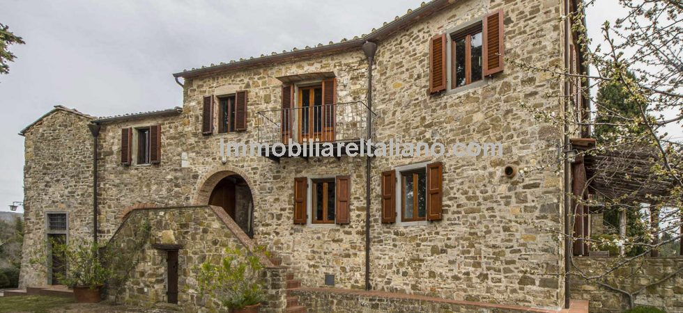 Tuscan Estate with three apartments, annexes, vineyard, 16.7 hectares of land and chapel for sale in in the Chianti Classico area, a few km from Greve in Chianti.