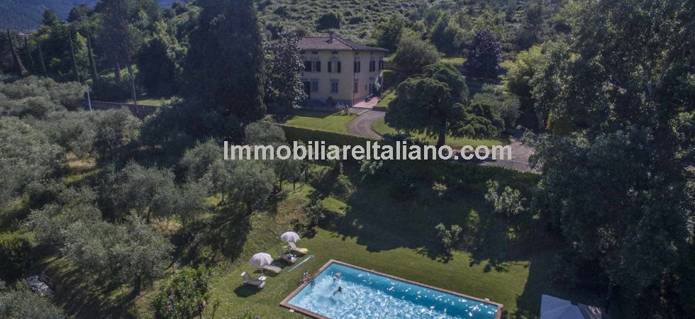 Located near to Capannori Tuscany is this historic villa property with pool, outbuildings, park, vineyards, olive groves and mature trees. Dating back to the 16th century and used as a monastery in the 17th century.