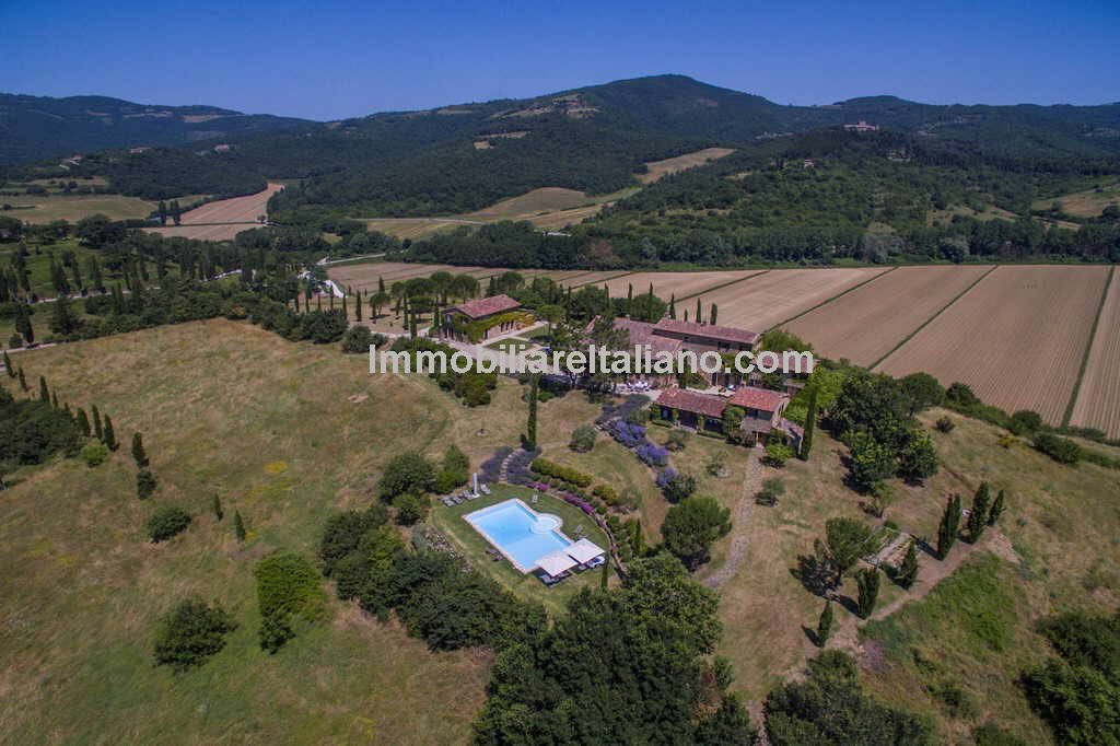 Umbria Tuscany Border Luxury stone farmhouse