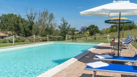 Umbria farmhouse with pool and land