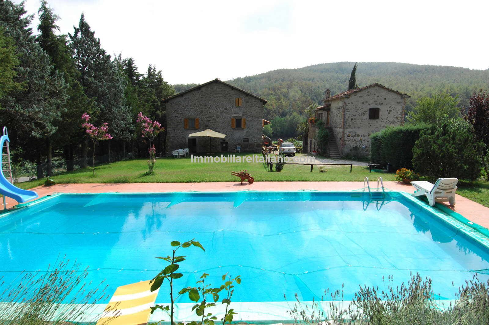 Tuscan farmhouse properties