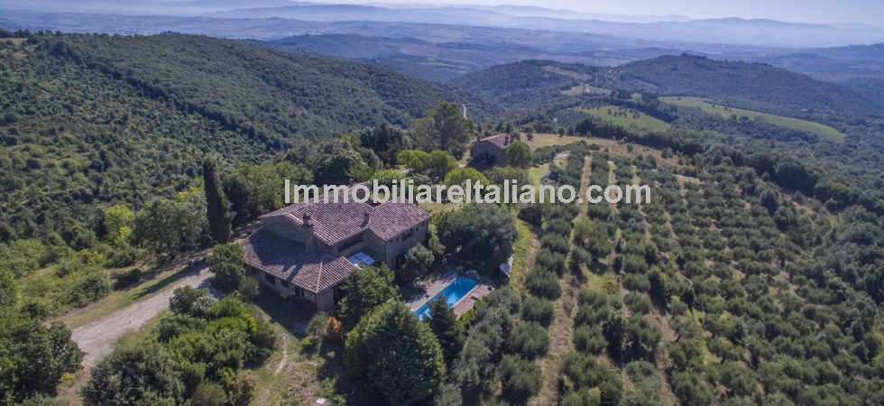 Umbria luxury property located near to Marsciano offering flexible adaptable accommodation, swimming pool, privacy, superb countryside panoramic views and 44 hectares (108 acres) of woodland plus 700 olive trees.