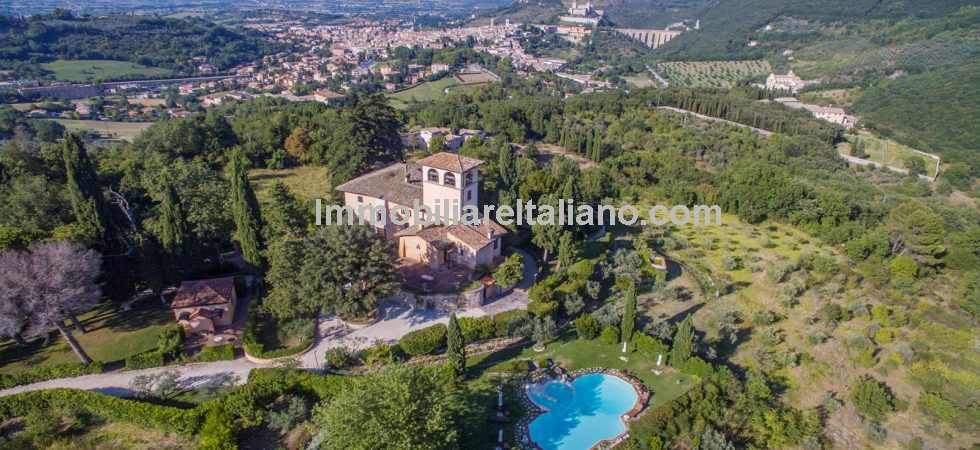 Spoleto Umbria, a magnificent large country villa , tastefully refurbished and restored with the highest quality of fittings throughout.