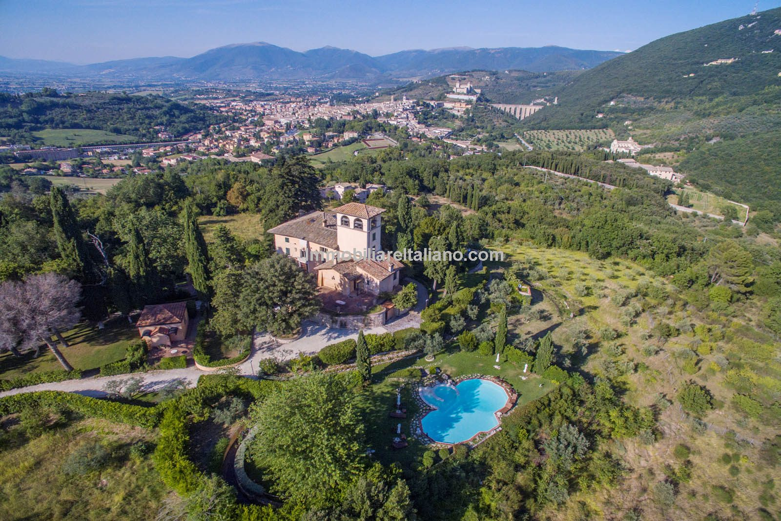 Spoleto Umbria large country villa