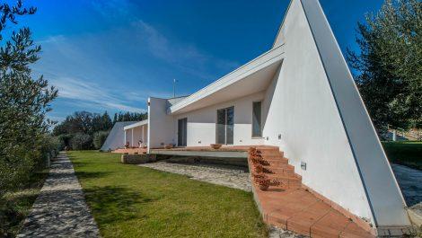 Strikingly Stylish Luxury Villa