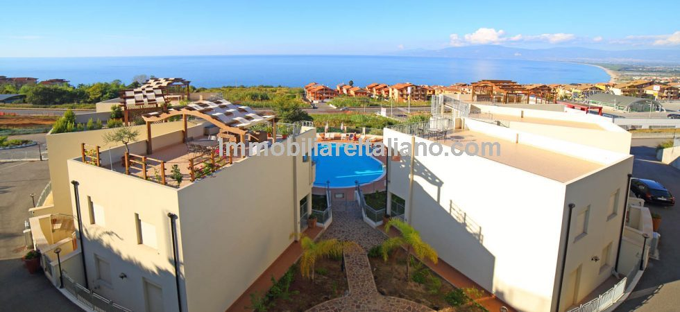 Pizzo Calabria property for sale, Newly built Sea view two bedroom apartment with rooftop solarium and terrace for sale.