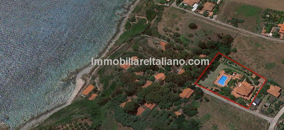 This seaside villa property for sale near to Ricadi, Vibo Valentia, Calabria offers great value for money. 3 Bed villa on large 2400 sq metre plot with swimming pool, dependence and established gardens and just 250mts from the beach.