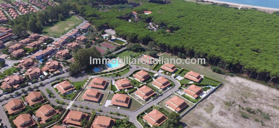 Choice of 3 and 6 bed villas for sale in Calabria, 5 km from Pizzo . Newly built complex 5 mins walk from the beach and sea. Private gardens and shared adult and childrens swimming pools.