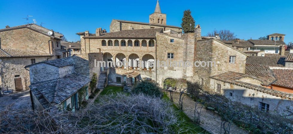Italian mansion for sale. Super property with amazing history. Built on the site of a Roman temple and theatre. Presently used for tourist accommodation and possible to increas from 14 to up to 26 bedrooms.