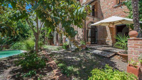 Spacious, quiet Tuscan town centre apartment