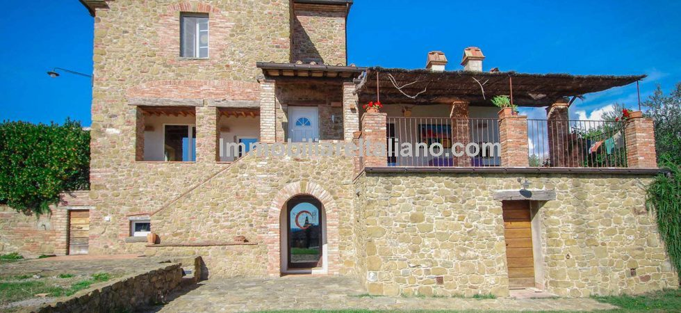 Tuscan farmhouse for sale. Modern eco friendly property retaining rustic Italian farmhouse style. 350 sqm farmhouse, 3 bedrooms, one hectare land with olive trees.