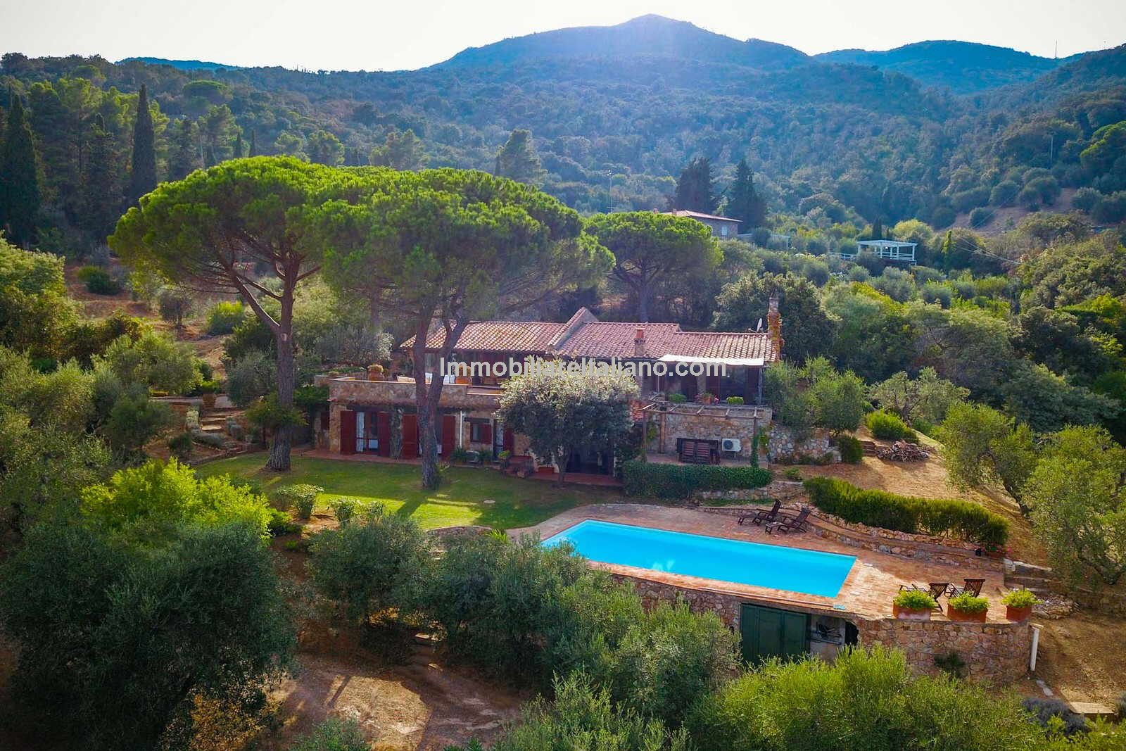 Tuscan property with seaviews and pool