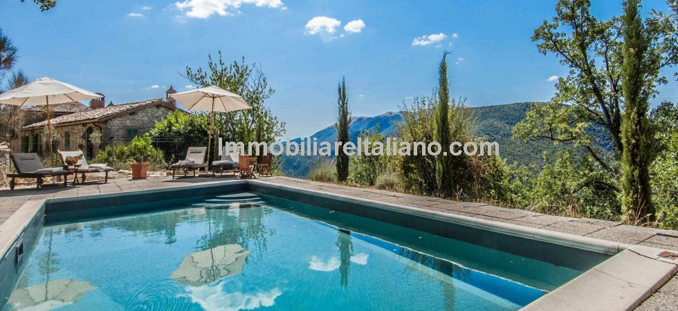 Near to Umbertide in Umbria, fully restored farmhouse with pool, garden and annex. Quiet rural location with panoramic views but just a short drive to towns and cities. 40mins from the airport, Perugia Sant'Egidio.