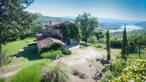 Farmhouses for sale in Tuscany – Lake Montedoglio