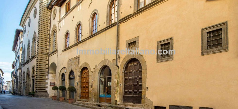A pair of Tuscan apartments plus a useful cellar for sale in the centre of the medieval Town of Sansepolcro. The property is on the main street of Sansepolcro, where one can easily find shops, bars, restaurants and offices providing all the necessary services. Fully restored with luxury finishes.