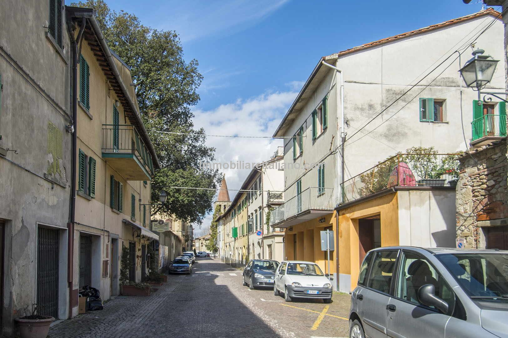 Unusual Sansepolcro Tuscany city centre property which can be used for home and income and has further potential. Originally a 2-bed apartment it has been renovated and restored and split into 2 1 bed units. Possible to turn the loft space into another bedroom with bathroom.