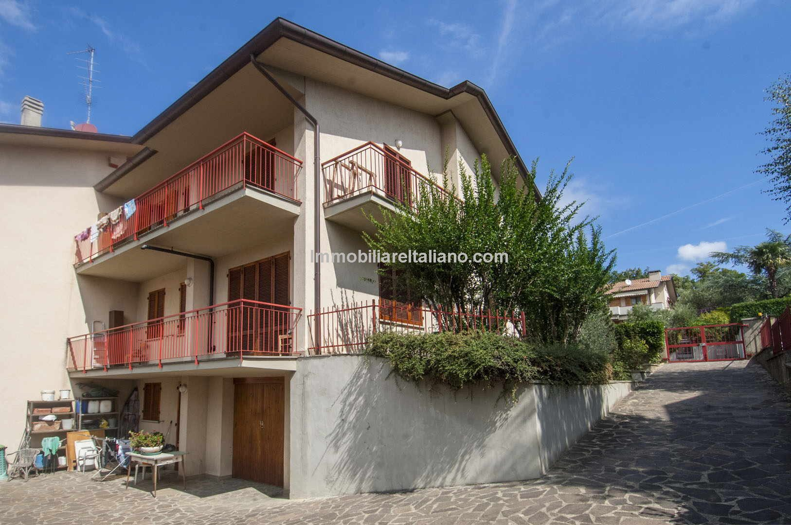 Home in Italy located in a residential area near to the hospital and just outside the historic centre of Sansepolcro, near the Tuscan border with Umbria A semi-detached house with 225 sqm of surface area with private garden and garage.