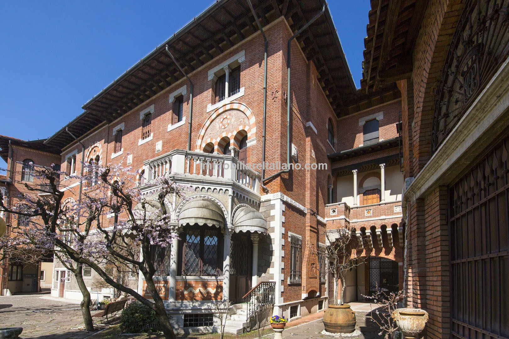 Veneto Italy Property - a Liberty-styled luxury mansion with a garden