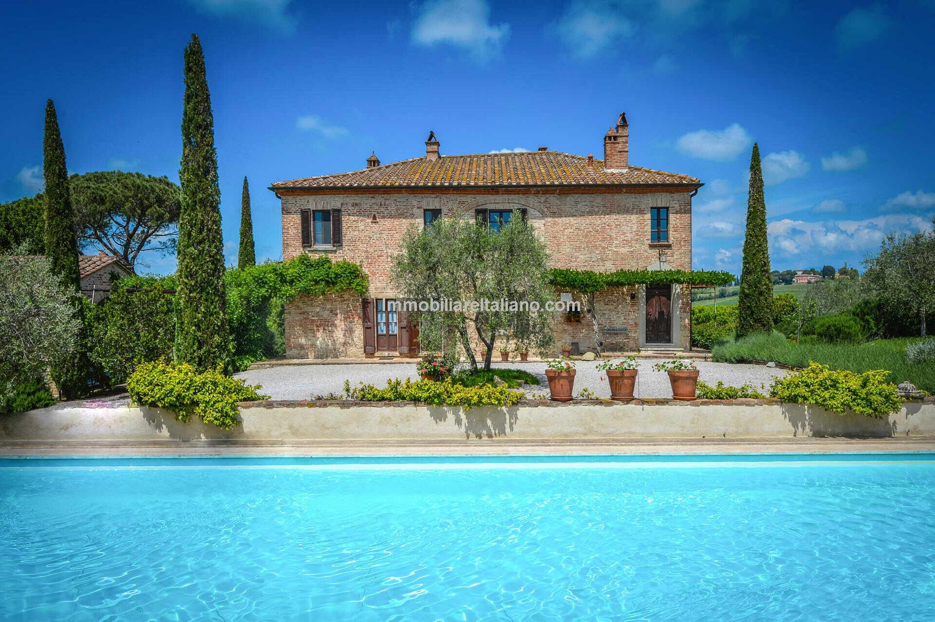 Tuscan farmhouse with guesthouse, annexe, garden and swimming pool