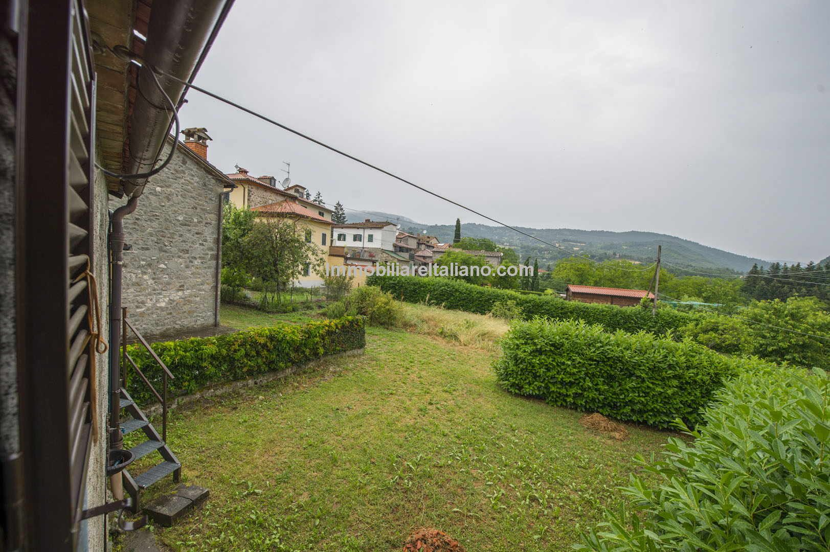 In a small hamlet close to Caprese Michelangelo in Tuscany is this 3 bedroomed semi-detached house for sale with a small garden