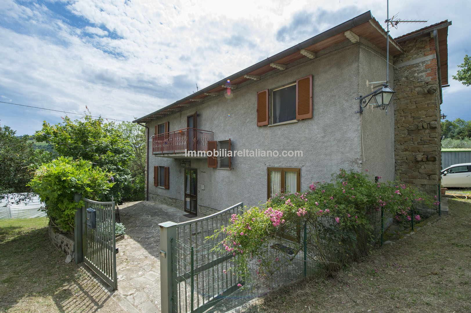 Nice fixer upper with land for sale near to Anghiari and Sansepolcro in Tuscany
