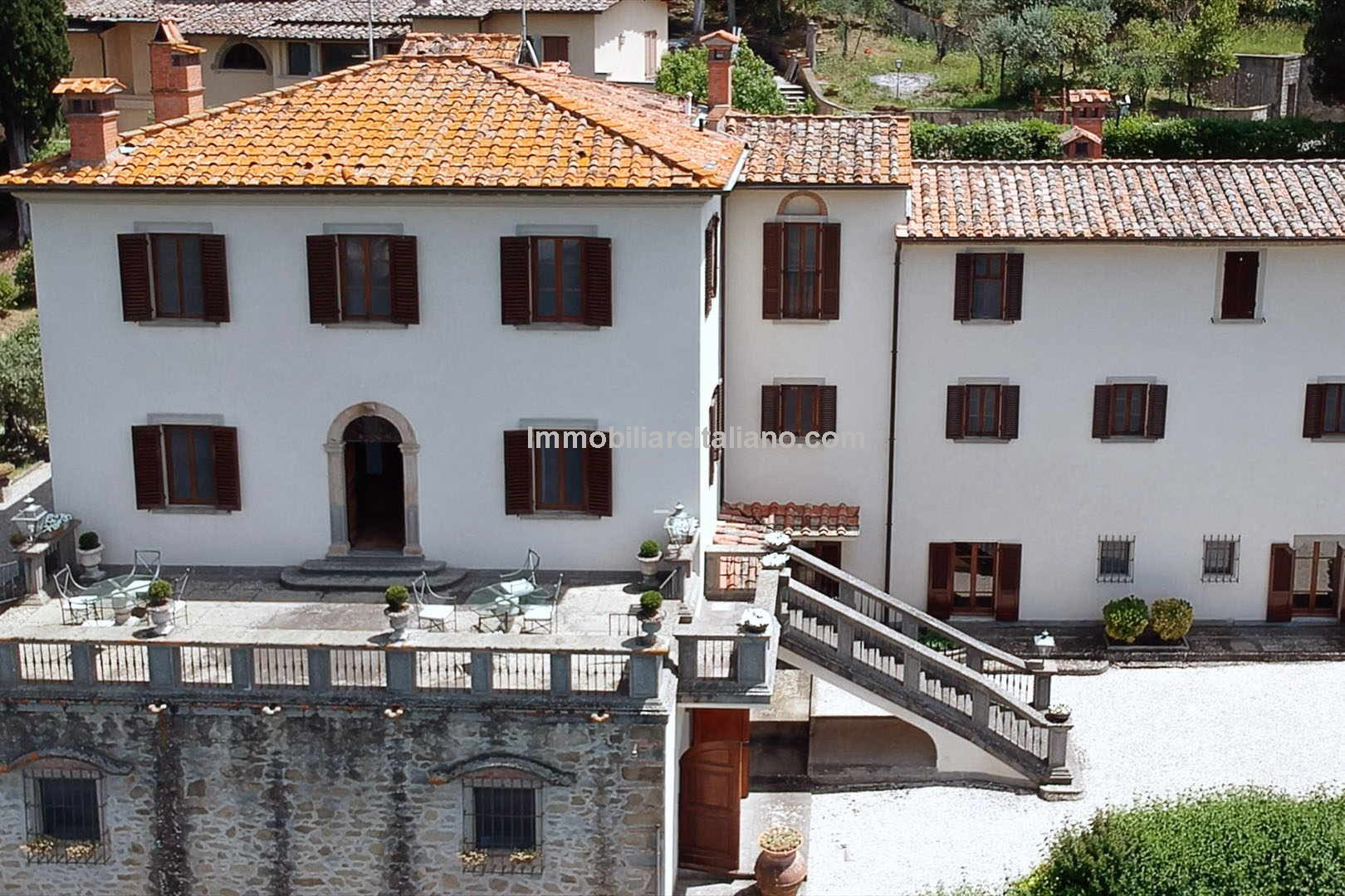 Large country home for sale in Tuscany